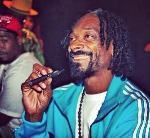 Snoop Dogg Vaping